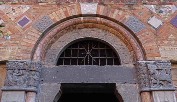 Bologna Santo Stefano door