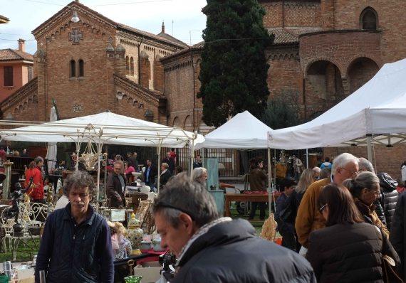 Bologna Santo Stefano antiques market