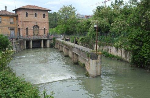 Sostegno del Battiferro lock Bologna canal