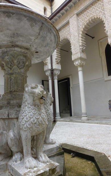 Lion fountain rochetta mattei