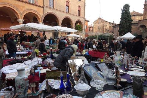 Bolognha antiques market