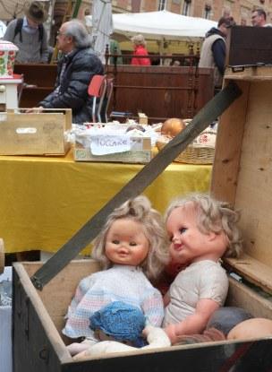 market dolls