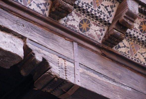 Detail on the Casa Azzoguidi Portico.