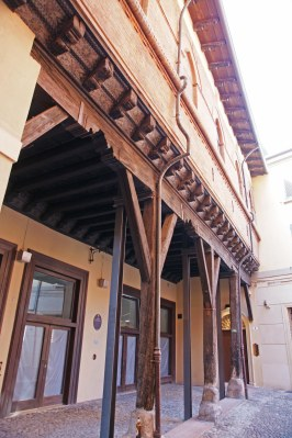 Casa Azzoguidi in Via San Niccolo'.