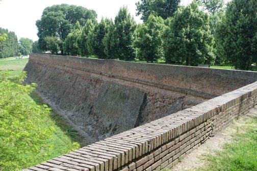 Ferrara walls