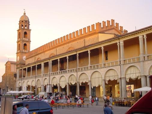 Faenza-arcades-belltower