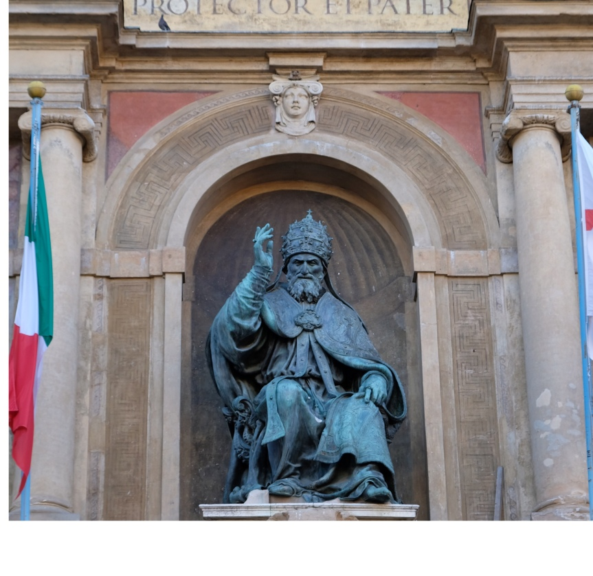 Curiosities of Bologna's PiazzaMaggiore