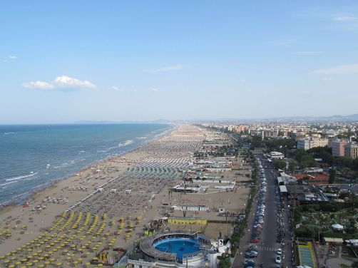 Beach_of_Rimini_(14-07-2012) wikimedia